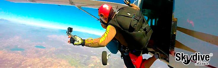 Salto en paracaídas en Tequesquitengo