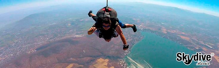 Primer salto en paracaidas como vestirme
